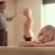 """As crianças cujos pais têm múltiplos parceiros enquanto crescem são """"menos propensas a ter relacionamentos estáveis quando adultos"""", sugere estudo"""